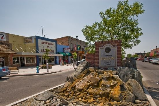 Downtown Fallon with fountain